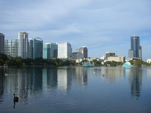 Blick vom Eola Park auf die Skyline von Orlando