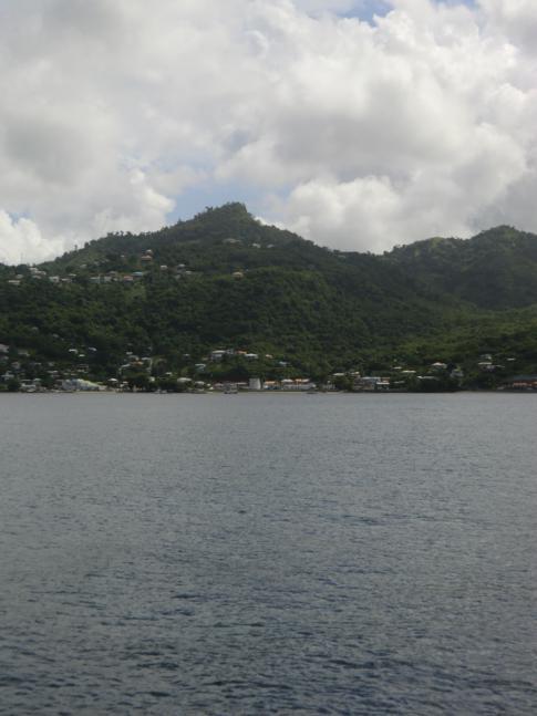 Ein Blick von der Fähre auf die Westküste von Grenada