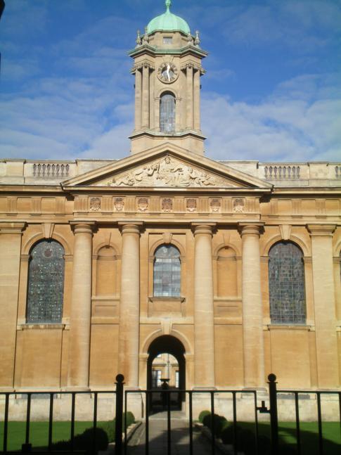 Eingang zum Queens College in Oxford