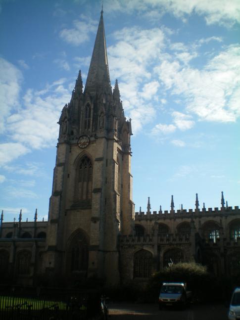Die Church of St. Mary the Virgin, direkt neben dem Queens College