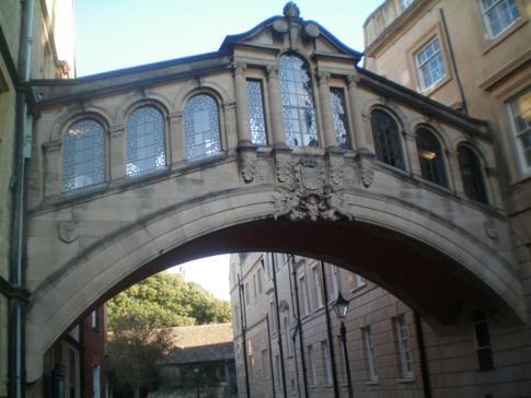 Die New College Lane mit dem beliebten Straßenbogen-Fotomotiv