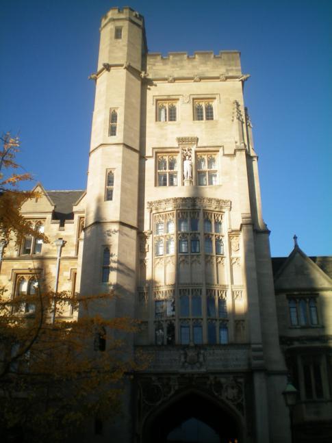 Eingang zum New College in Oxford