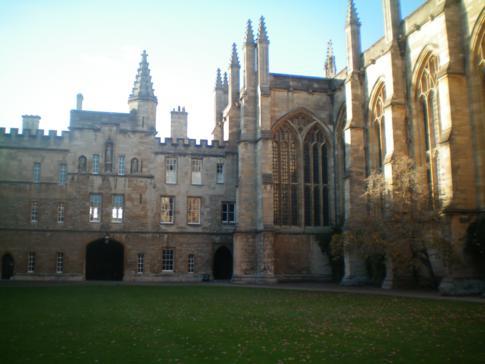 Der Innenhof des beeindruckenden New College in Oxford