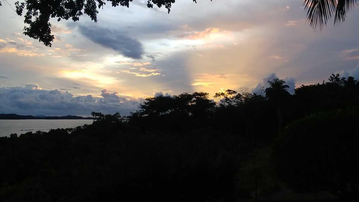 Sonnenuntergang auf der Insel Boca Brava im Golf von Chiriqui