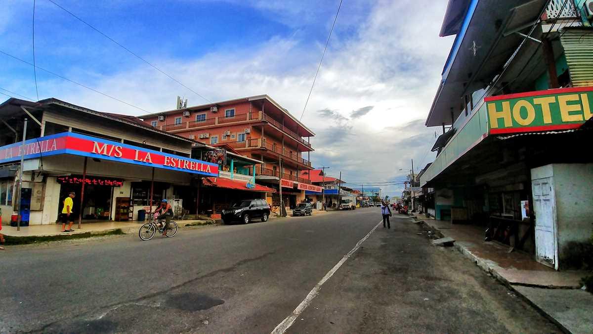 Das Stadtzentrum von Bocas Town auf der Isla Colon