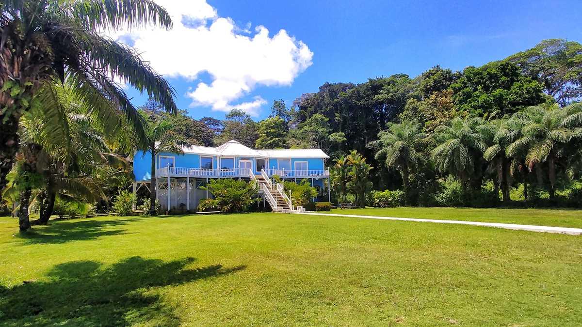 Ansichten der Hauptinsel Isla Colon