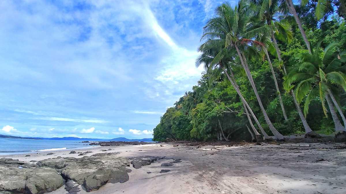 Die Isla Santa Catalina gegenüber des beliebten gleichnamigen Surfer-Orts an der Pazifikküste von Panama