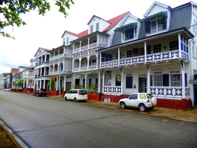 Die Waterkant in Paramaribo gehört zum Unesco-Weltkulturerbe