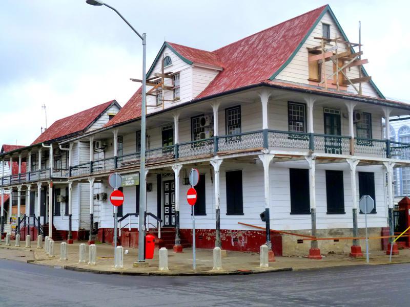 Viele alte Gebäude machen das Stadtbild von Paramaribo aus