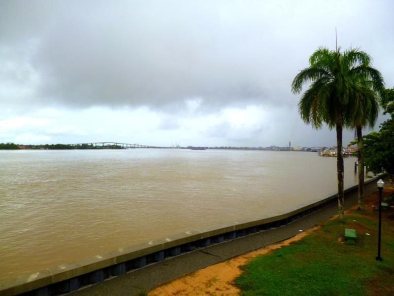 Blick auf den Suriname River vom Fort Zeelandia aus