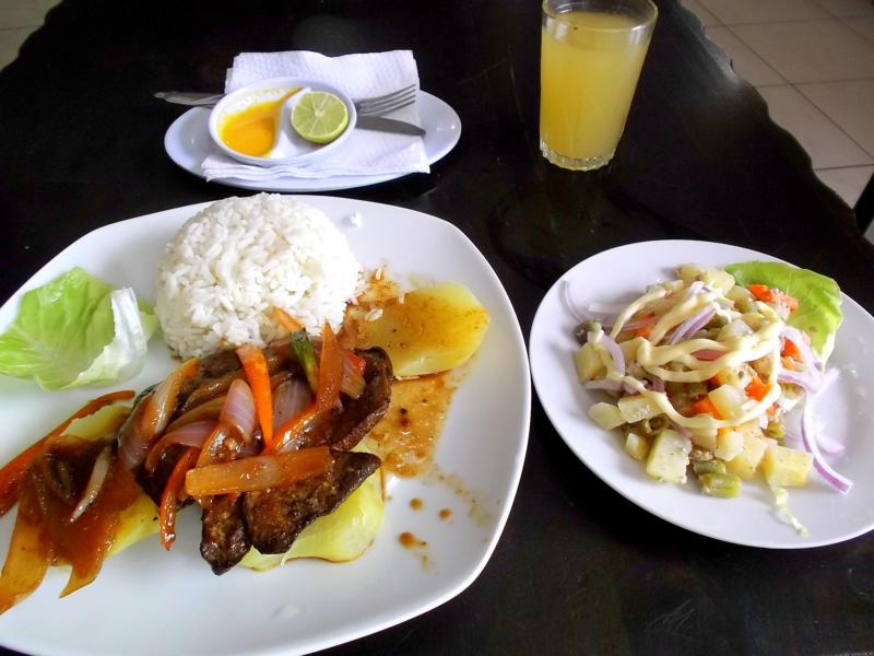Ein typisches Tagesmenü aus Perus Küche
