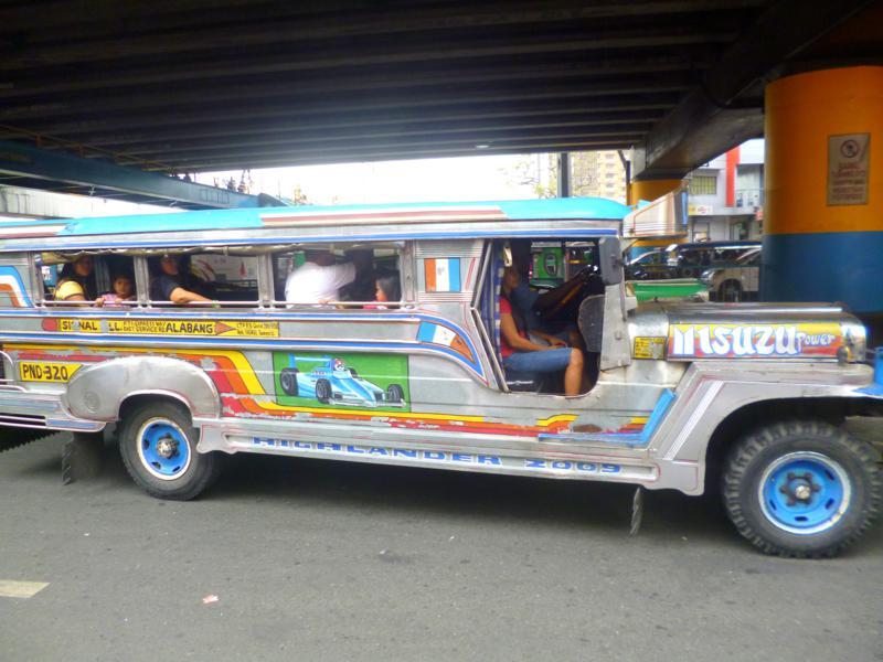 Einer der zahlreichen Jeepneys - das Fortbewegungsmittel Nr. 1 in Manila
