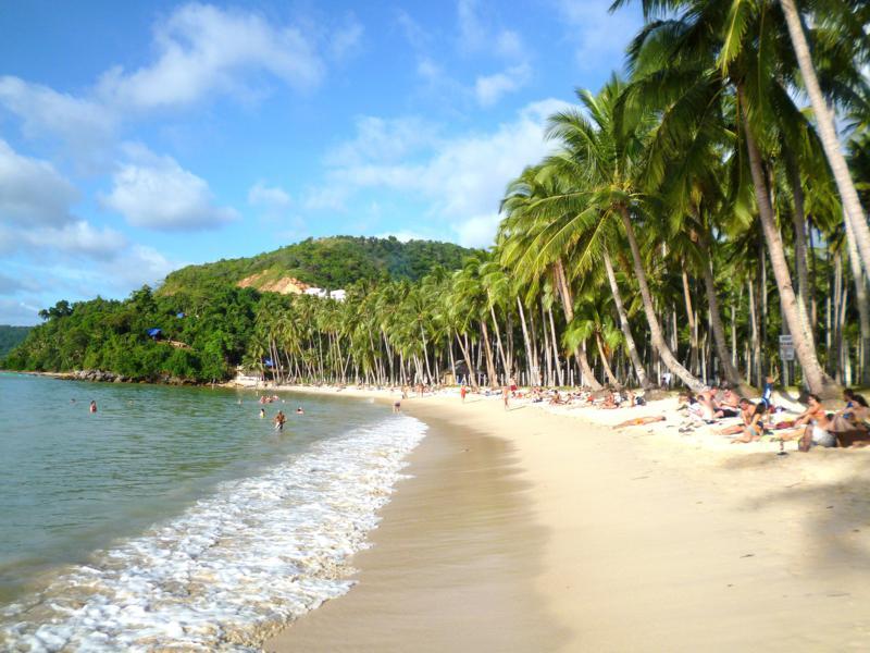 Der Las Cabanas Beach nahe El Nido