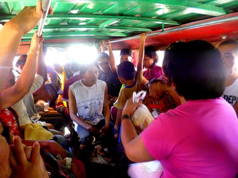 Klassisches Jeepney-Erlebnis in den Phillipinen - hier auf dem Weg nach Patag