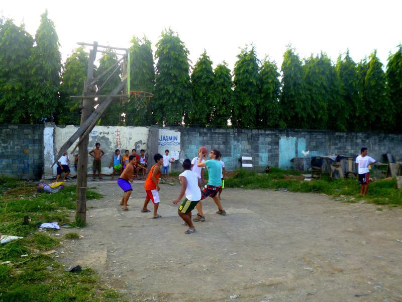 Basketball ist der Nationalsport der Philippinen und wird überall gespielt