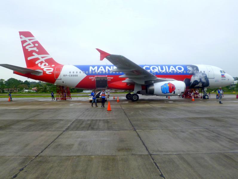 Eine Maschine von Air Asia Zest am Flughafen von Tagbilaran