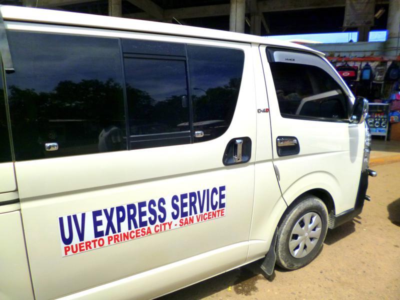 Ein klassischer Tourist-Van auf Palawan in Puerto Princesa