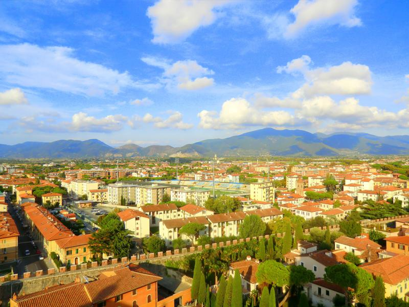 Aussicht vom Schiefen Turm von Pisa auf die Stadt