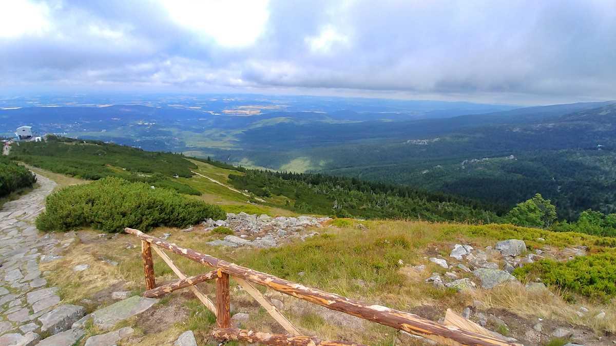 Blick vom Reifträger auf Szklarska Poreba sowie den Südwesten von Polen