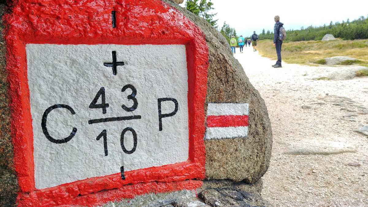 Grenzmarkierung im Riesengebirge zwischen Polen und der Tschechischen Republik