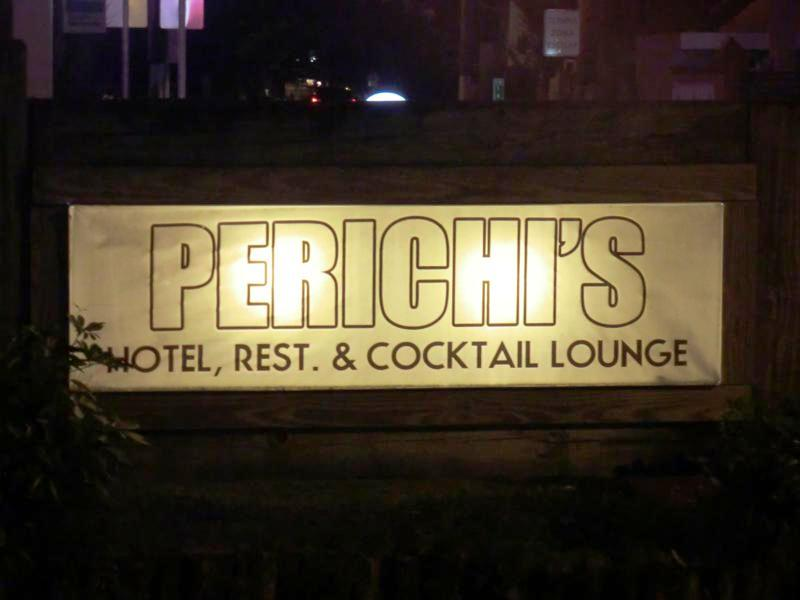 Der Einganz zum Perichis Parador und Hotel in Puerto Rico