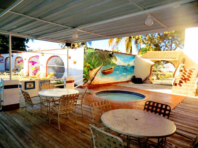 Außenterrasse in unserem Hotel nahe Mayaguez an der Westküste von Puerto Rico