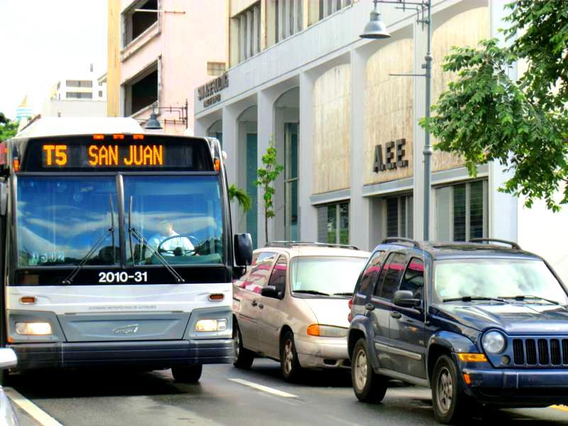 Typischer Linienbus in San Juan, Puerto Rico