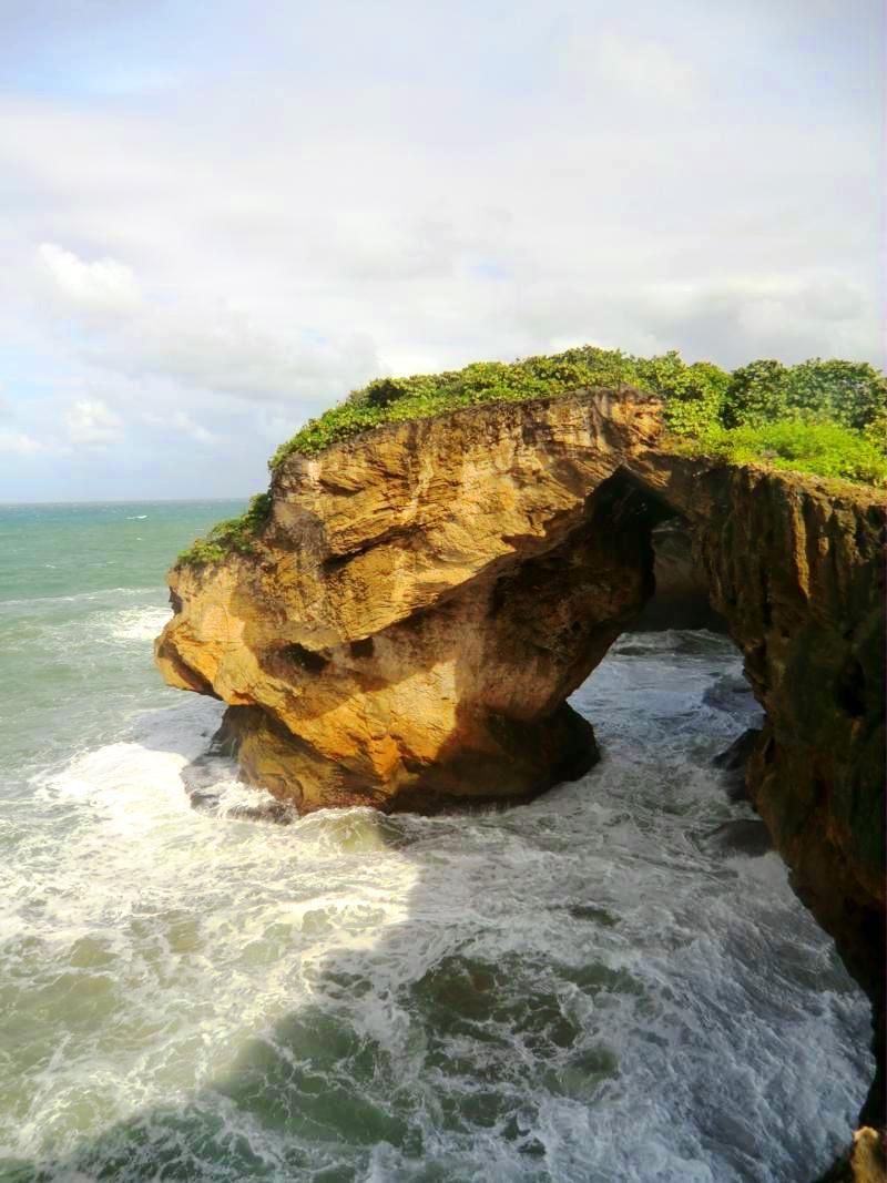 Beeindruckende Küstenformen bei der Cueva del Indio im Norden von Puerto Rico
