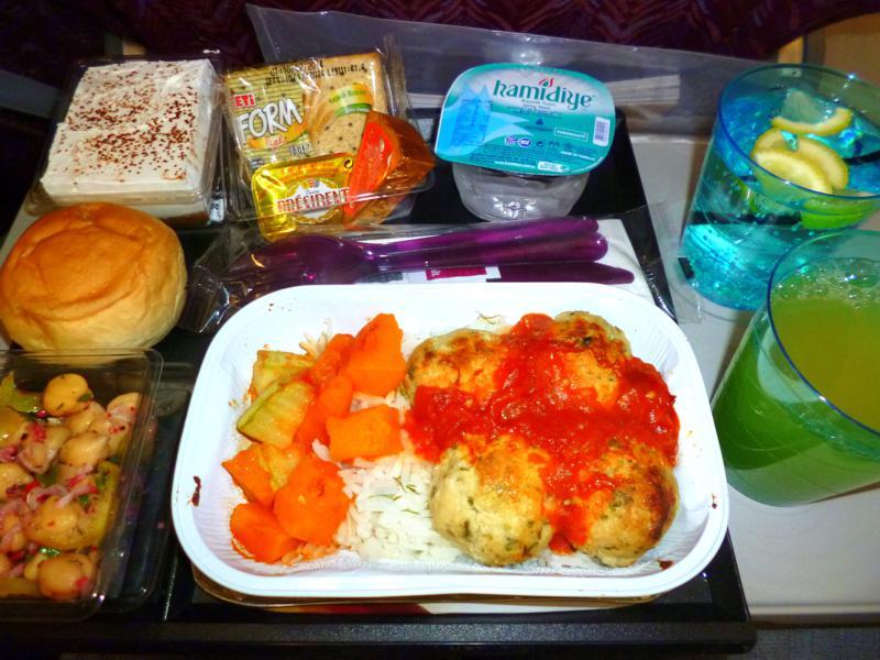 Vollständiges Menü auf dem Flug von Baku nach Doha mit Qatar Airways