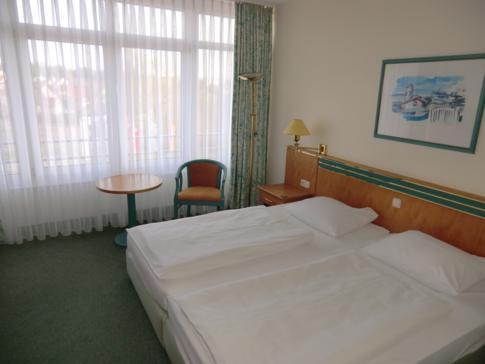 Ein Standard-Doppelzimmer im Parkhotel Rügen