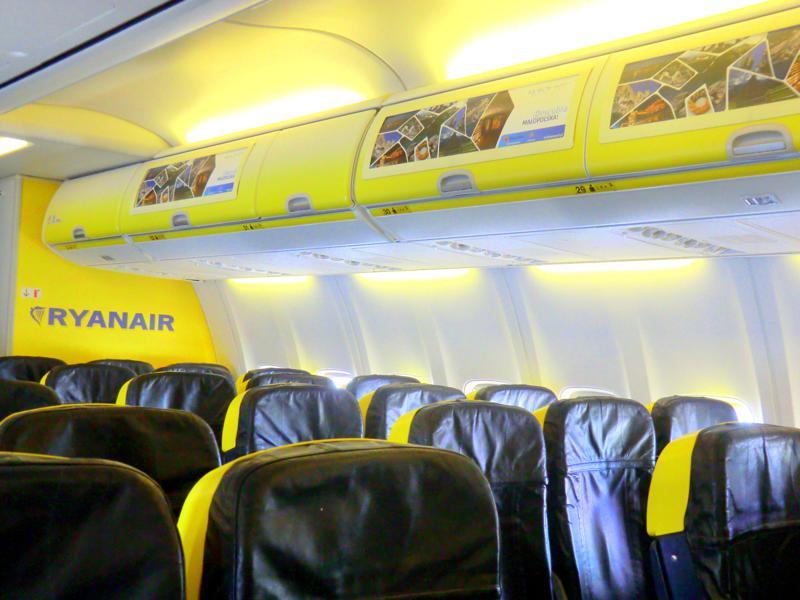 Die Ryanair-Kabine auf dem Flug von Targu Mures nach Pisa