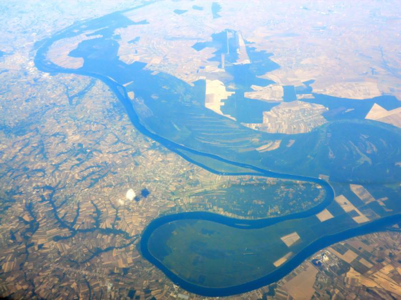 Das Obedska Naturreservat in Serbien aus der Luft aus dem Weg mit Ryanair nach Pisa