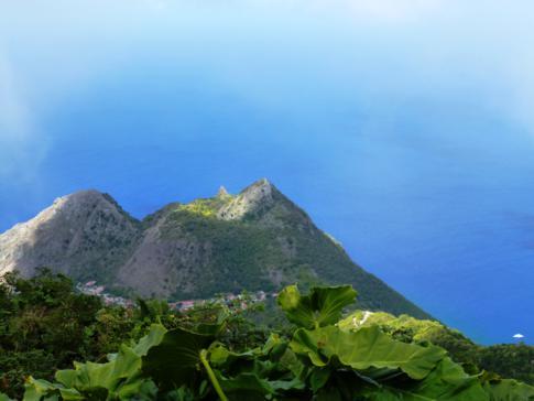 Ausblick vom Mount Scenery, dem Vulkan auf Saba und höchsten Berg der Niederland