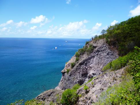 Toller Ausblick von The Ladder auf die Ladder Bay an Sabas Westküste