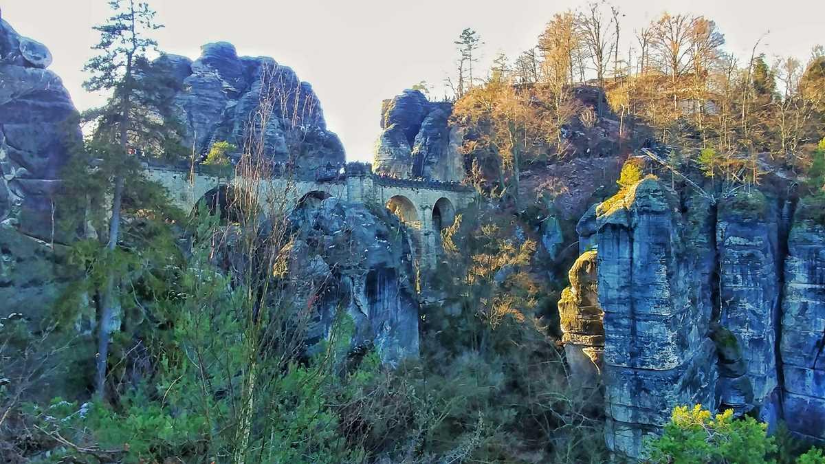 Die Basteibrücke, eine der beliebtesten Sehenswürdigkeiten der Sächsischen Schweiz