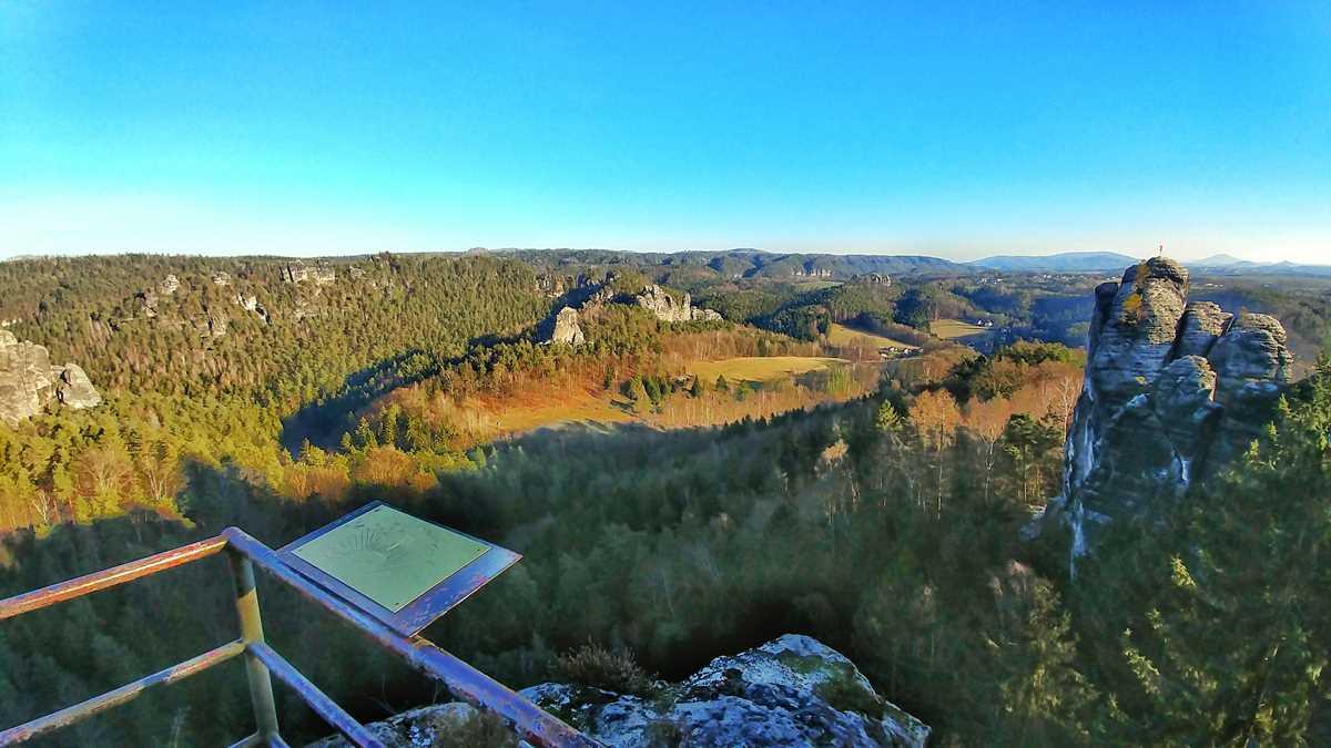 Die beeindruckende Felsenburg Neurathen neben der Bastei im Nationalpark Sächsische Schweiz