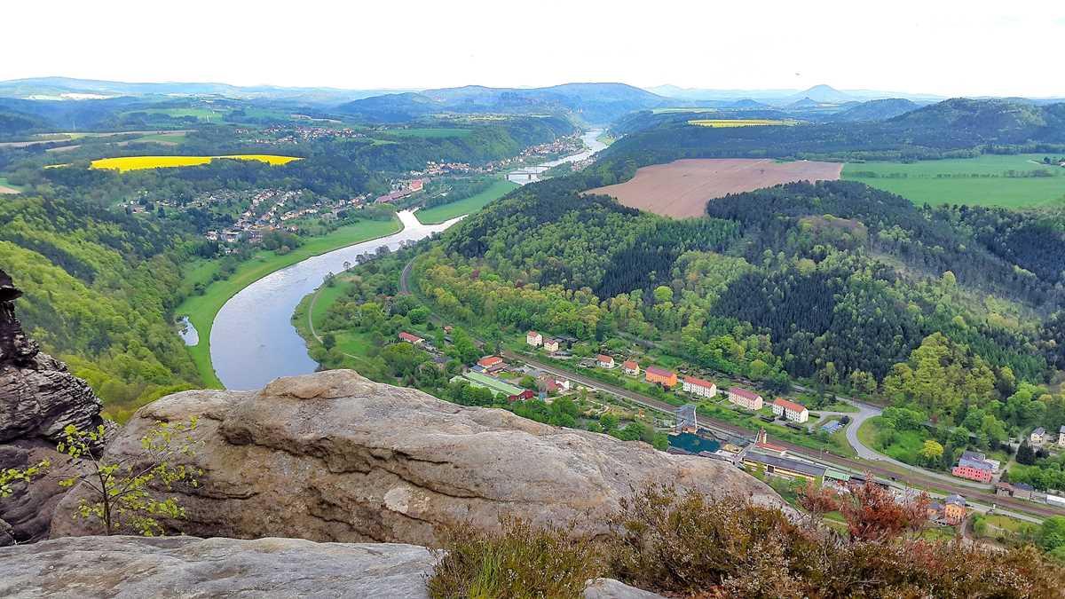 Blick vom Lilienstein auf das Elbtal, Bad Schandau und das Elbsandsteingebirge