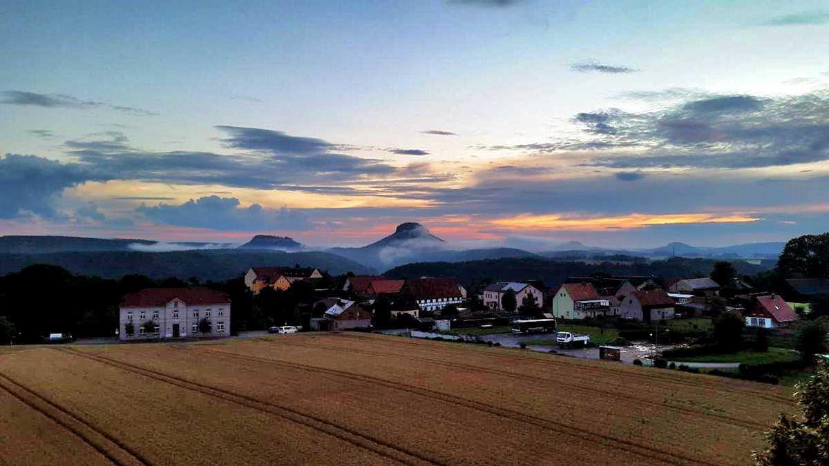 Blick auf den Lilienstein vom Aussichtsturm Rathmannsdorf nahe Bad Schandau