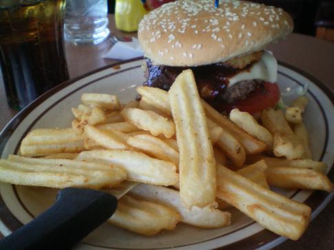 Ein ordentlicher Burger bei Denny's, einer typischen Restaurantkette in den USA
