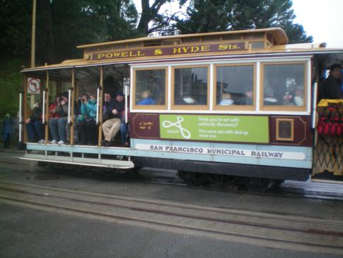 Ein Cable Car der Powell-Hyde-Line