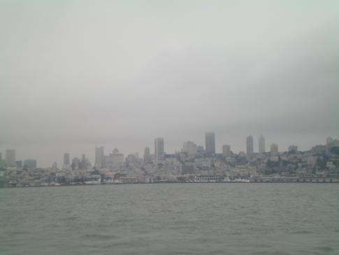 Der Blick von Alcatraz auf die Skyline San Franciscos