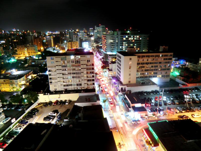 Toller Ausblick vom Best Western Plus auf Condado Beach und San Juan bei Nacht