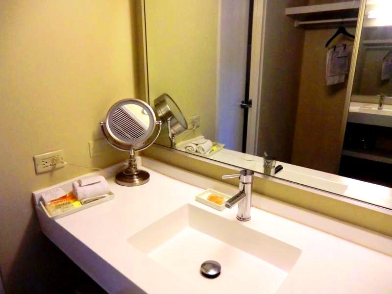 Badezimmer im Best Western Plus Condado Inn Palm and Suites in San Juan
