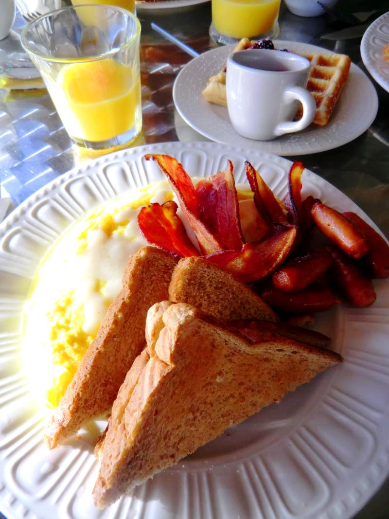 Tolles und frisch zubereitetes Frühstück in den Ciqala Luxury Suites