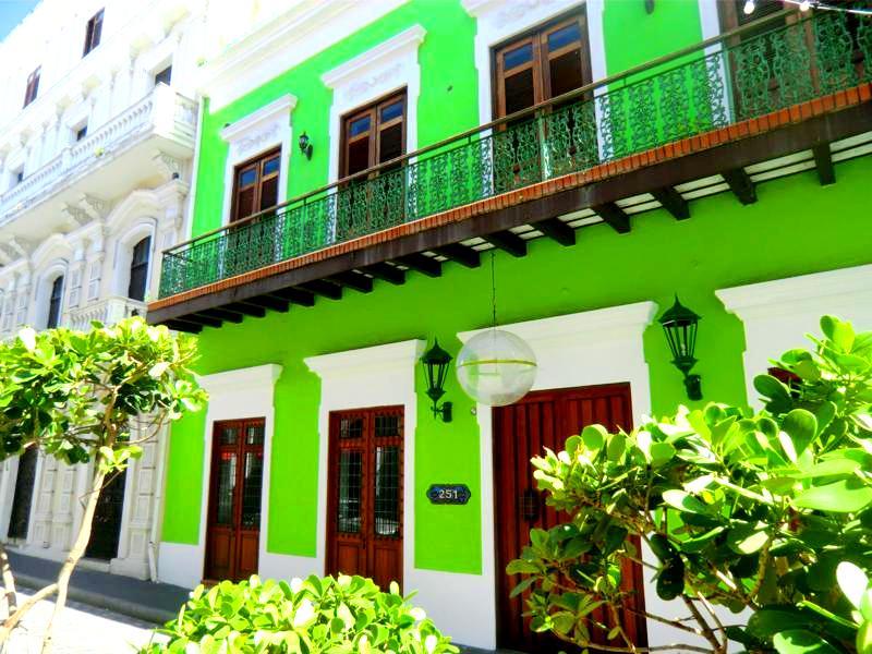 Die Regenbogen-Häuser von San Juan – ein Stadtrundgang