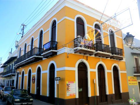 Buntes Haus in der Altstadt von San Juan