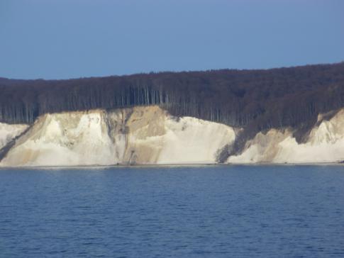 Die Kreideküste von Rügen auf der Fahrt von Sassnitz nach Trelleborg