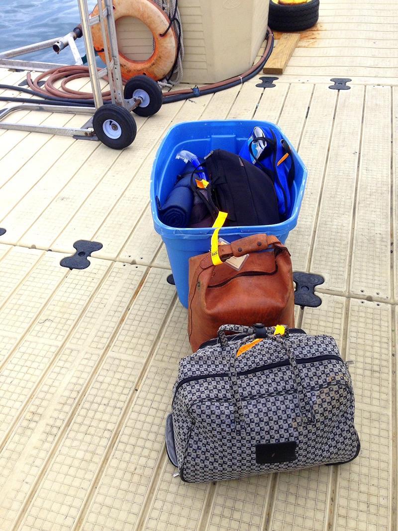 Unkomplizierte Gepäckausgabe nach dem Flug mit dem Wasserflugzeug
