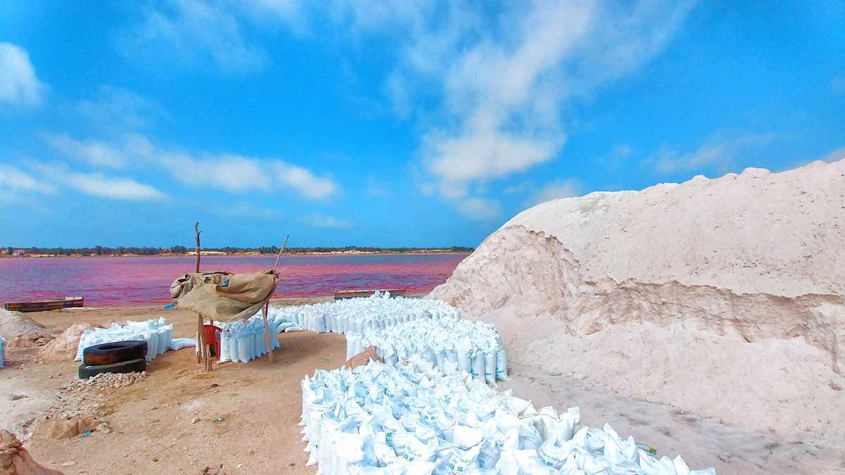 Am Lac Rose wird auch Salz abgebaut