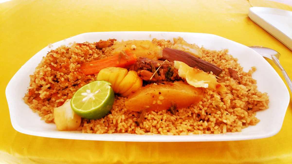 Ein typisches Streetfood Essen in Dakar
